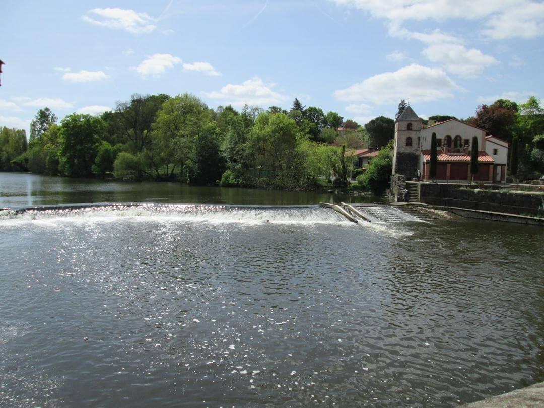 Clisson aux frontières de la Vendée sur le bord de la rivière la sèvre Nantaise