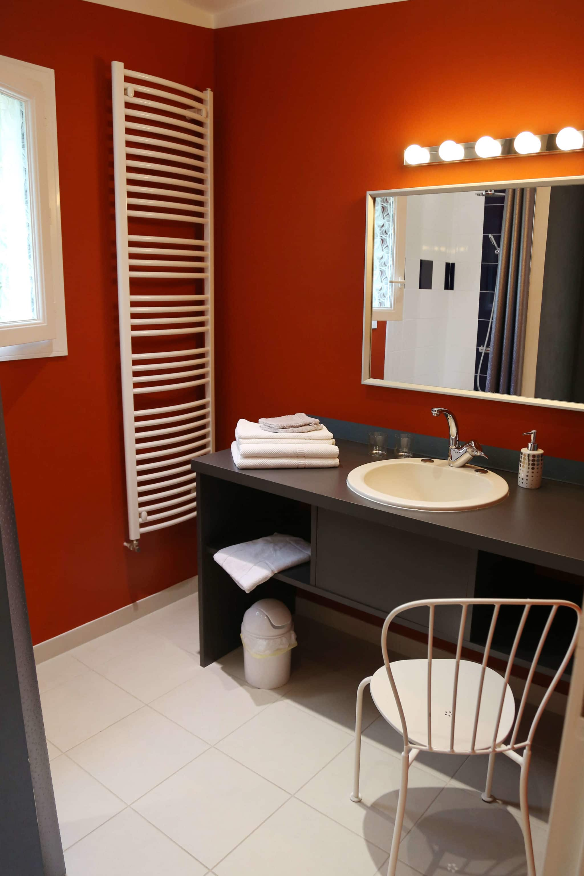 l'embellie - salle de bains contemporaine chambre d'hotes en vendée à St Fulgent