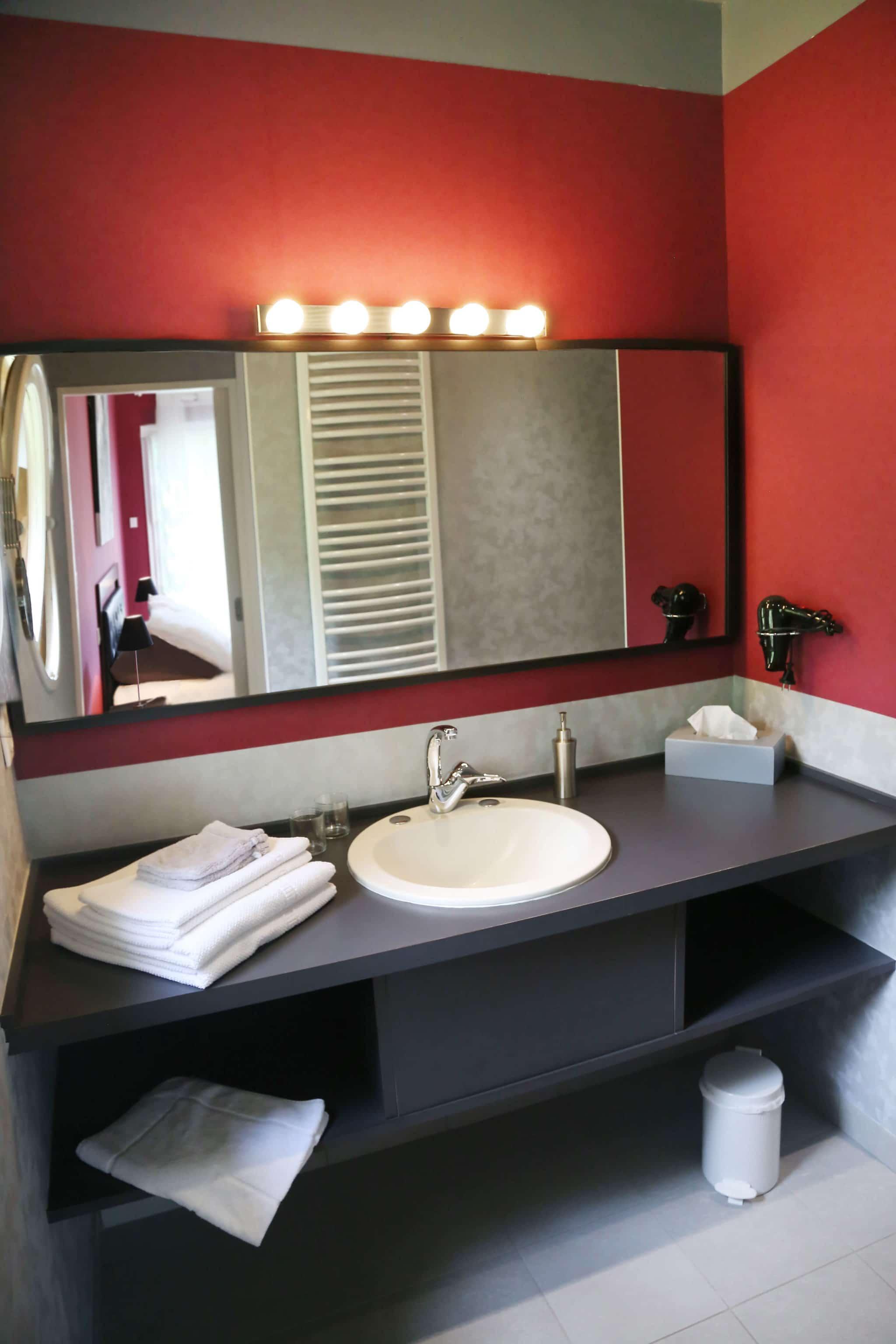 salle de bains chambre d'hotes en Vendée proche des Epesses et du Puy du Fou