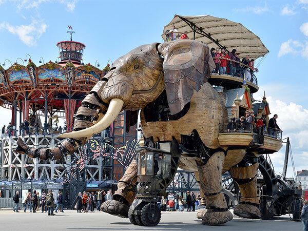 La visite de la ville de nantes et notamment des machines de l'île est une attraction qu'il faut faire en plus du séjour au Puy du Fou