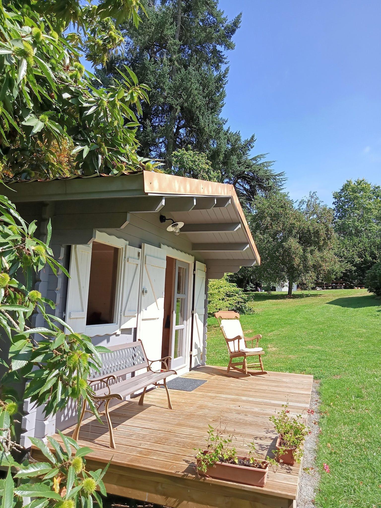 pièce commune dans une cabane, une chambre d'hôtes près du Puy du Fou